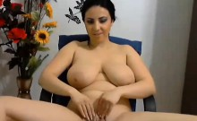 Thick Chick With Nice Tits Fingering