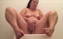 Chubby MILF playing with her pussy.
