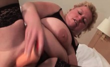 Mature nympho filling her sex hole with toys
