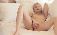 Blondie beauty riding her hole with toy