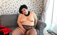 Curvy BBW Anna playing with herself