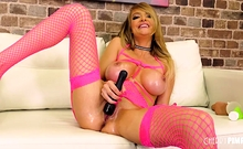 Wild babe Linzee Ryder had a great time alone in a live